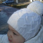 Тёплая, двойная шапочка спицами для девочки